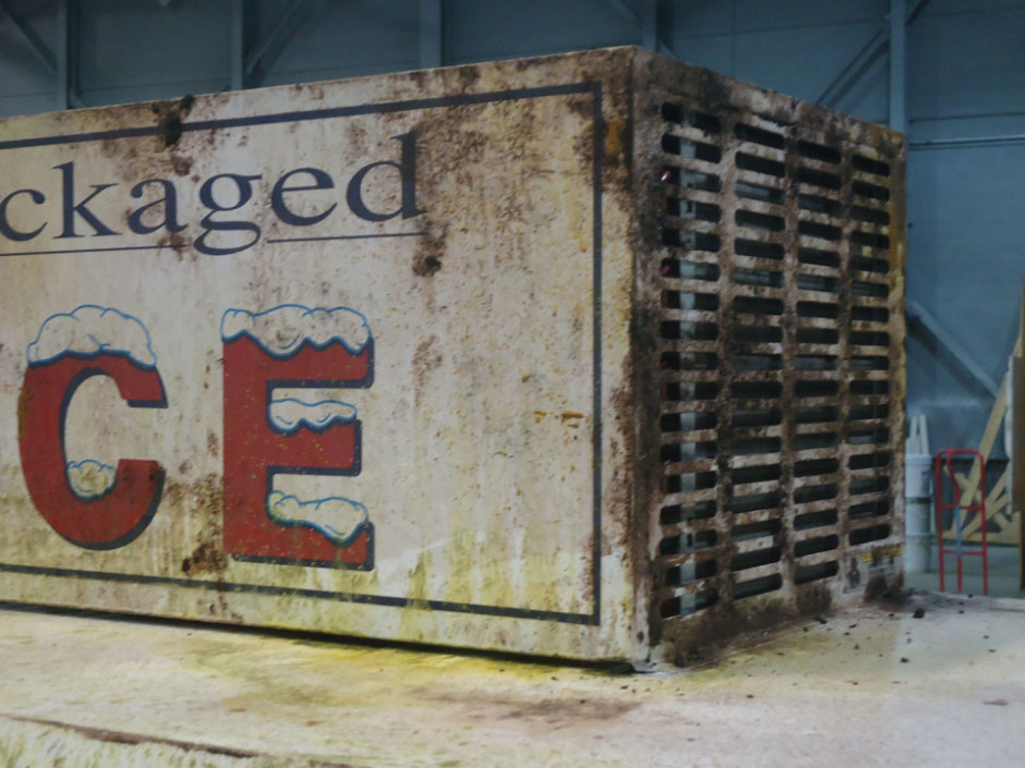 rust on ice box II - Apes