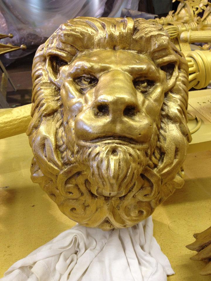 gold lion head - WOW
