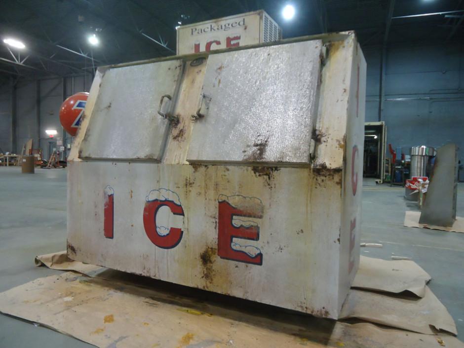 rust on ice box - Apes